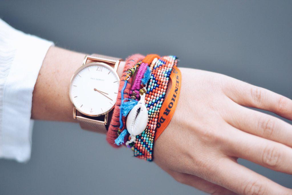 allthatchoices fashionblogger germany lifestyleblog deutschland hippie boho schulterfreies klied hipanema armband hippie tasche sommerkleid brunette bronde bommeltasche