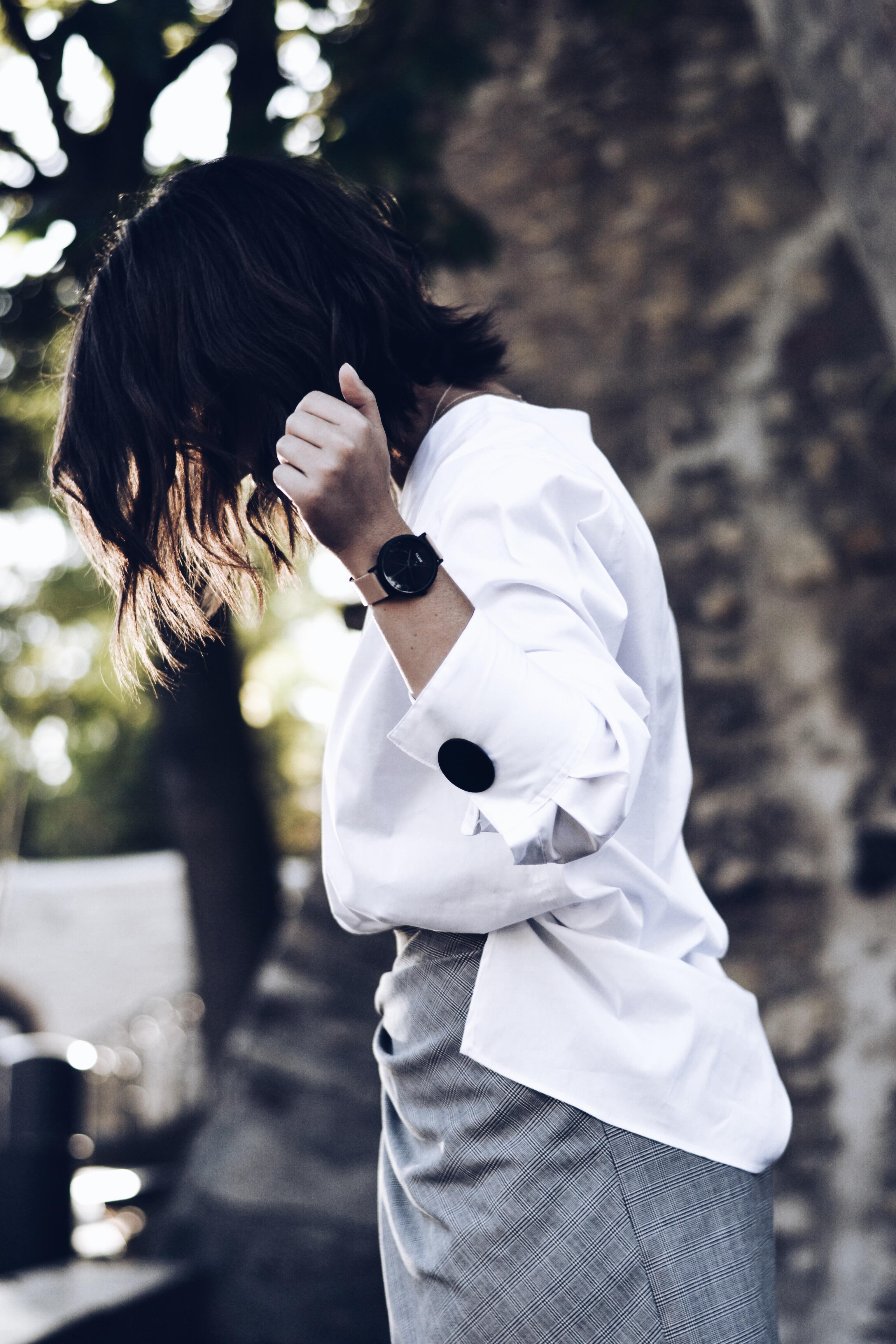 allthatchoices zara bluse oversize weiß knöpfe schwarz rock geknotet gebunden longbob lob wellige haare puma sneaker weiß retro tamaris tasche schwarz cluse rosa marble marmor11 .JPG