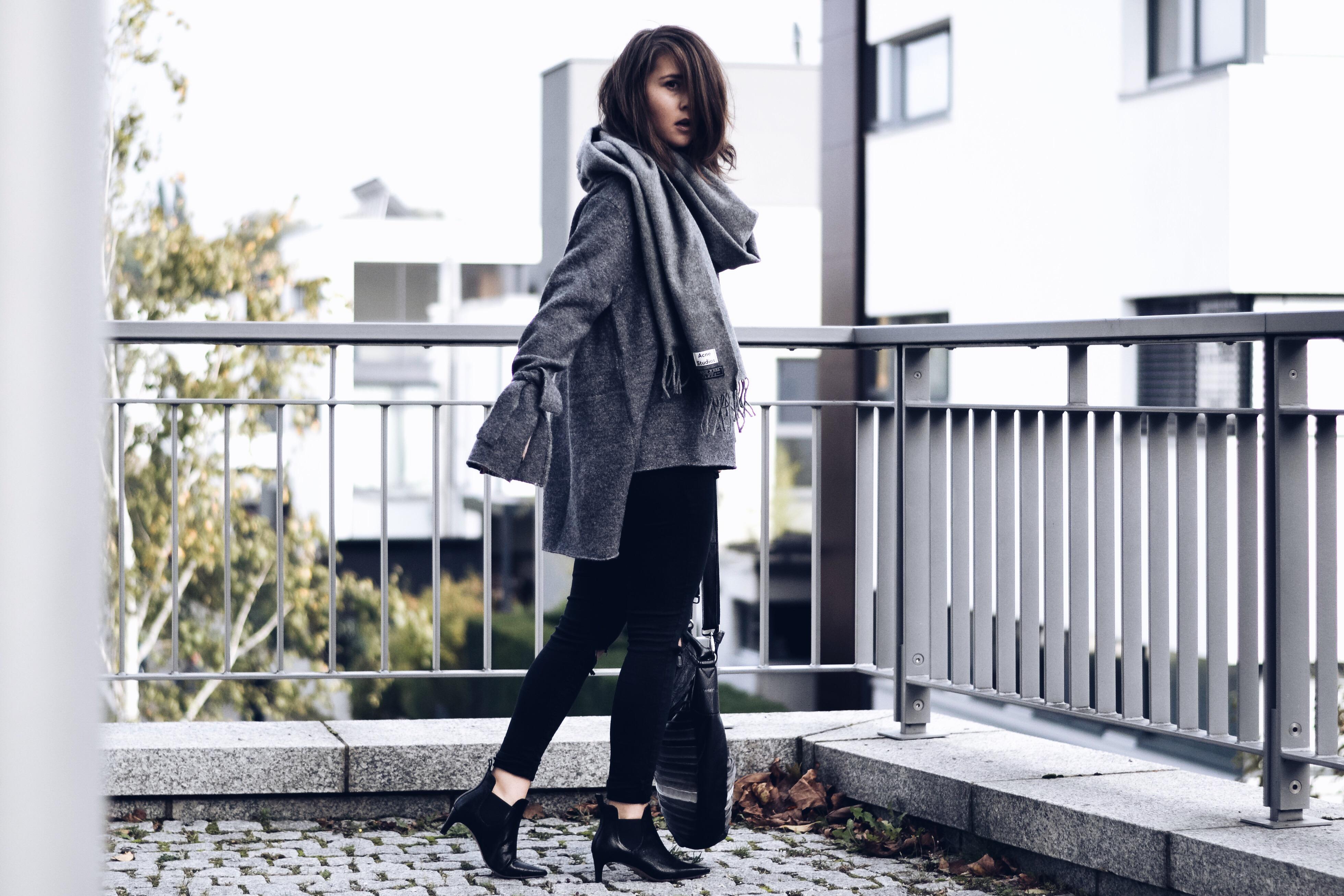 allthatchoices by laura fashionblog mainz zara pullover grau squaregal fredsbruder überlange ärmel acne schal herbstlook.JPG