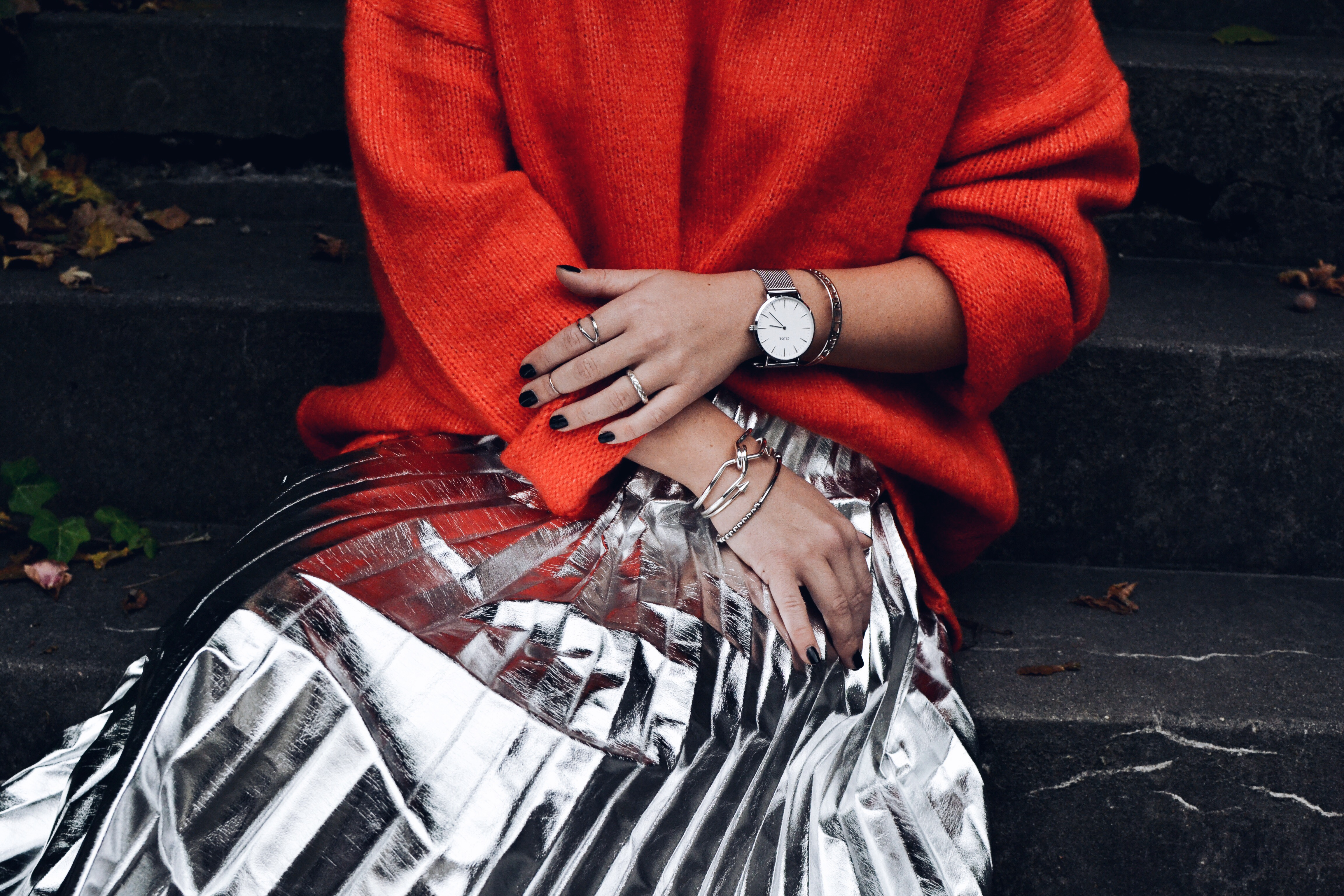 allthatchoices fashionblog mainz metallic plisserock orange pullover cluse reebock classic silber 1.JPG
