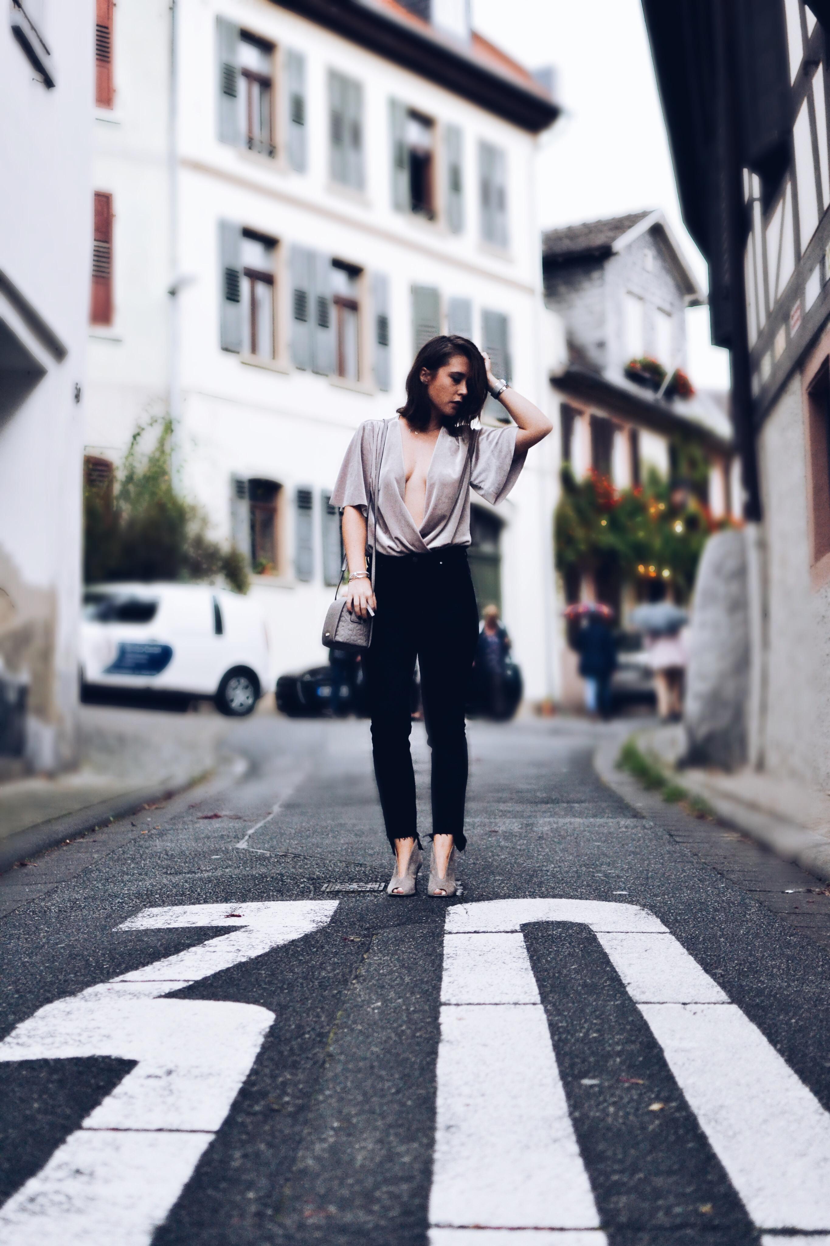 allthatchoices fashionblog mainz samt velvet body ausgefranste jeans cluse bob calvin klein tasche 5.JPG