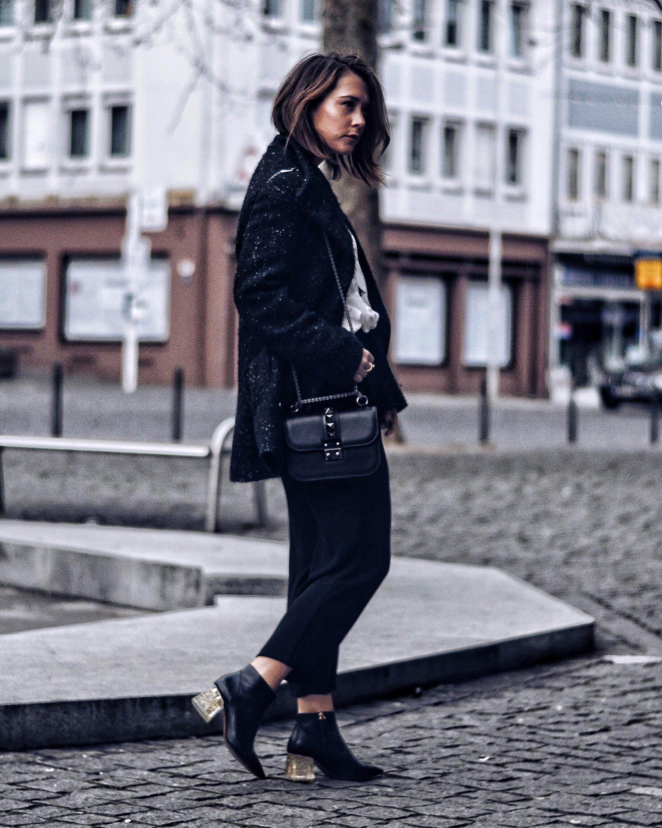 allthatchoices laura fashionblog mainz culotte statementabsatz monochrome valentino lock small noir