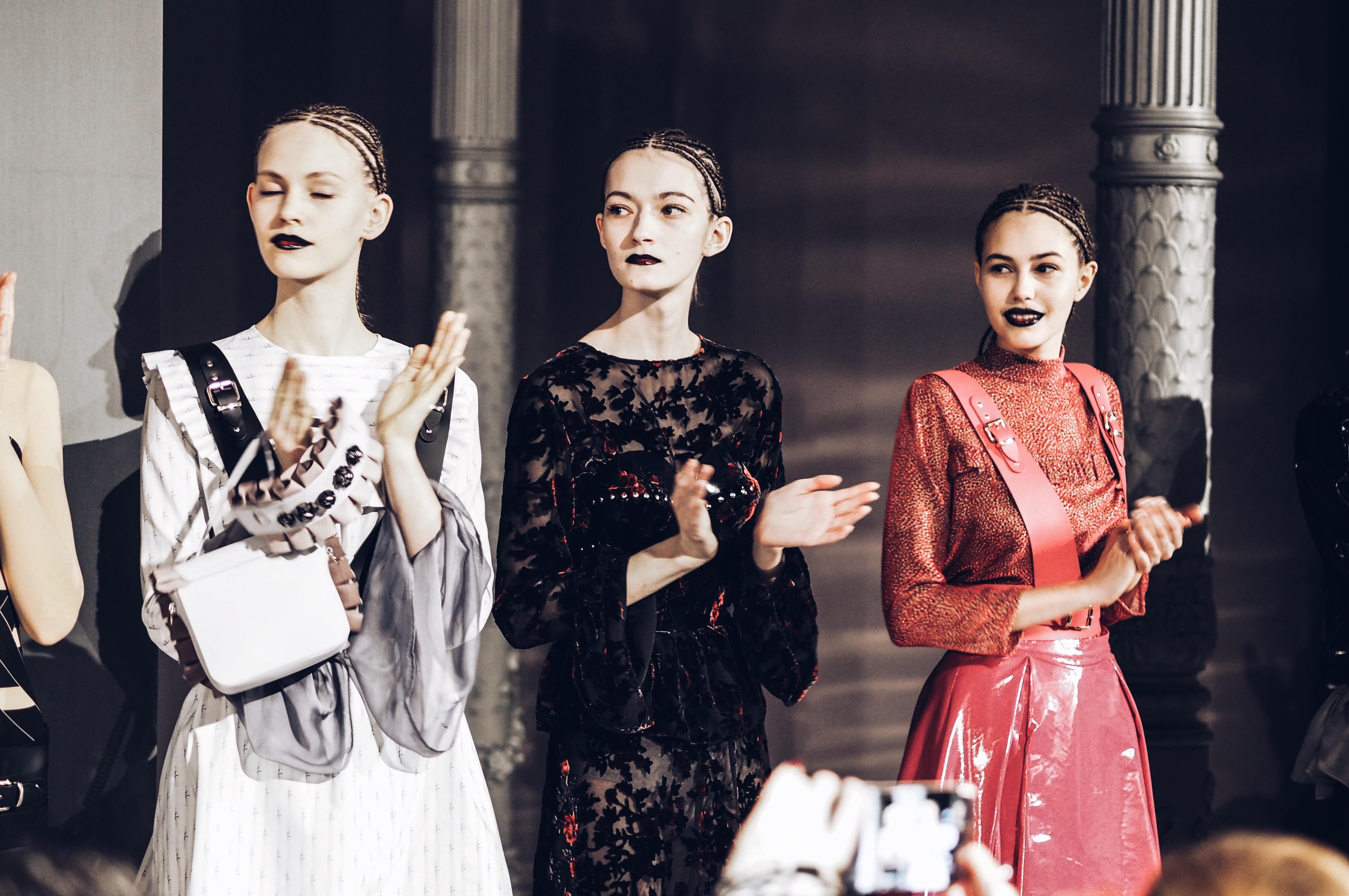 allthatchoices by laura fashionblog mainz fashion week berlin mbfwb marina hoermanseder kollektion Latex.JP