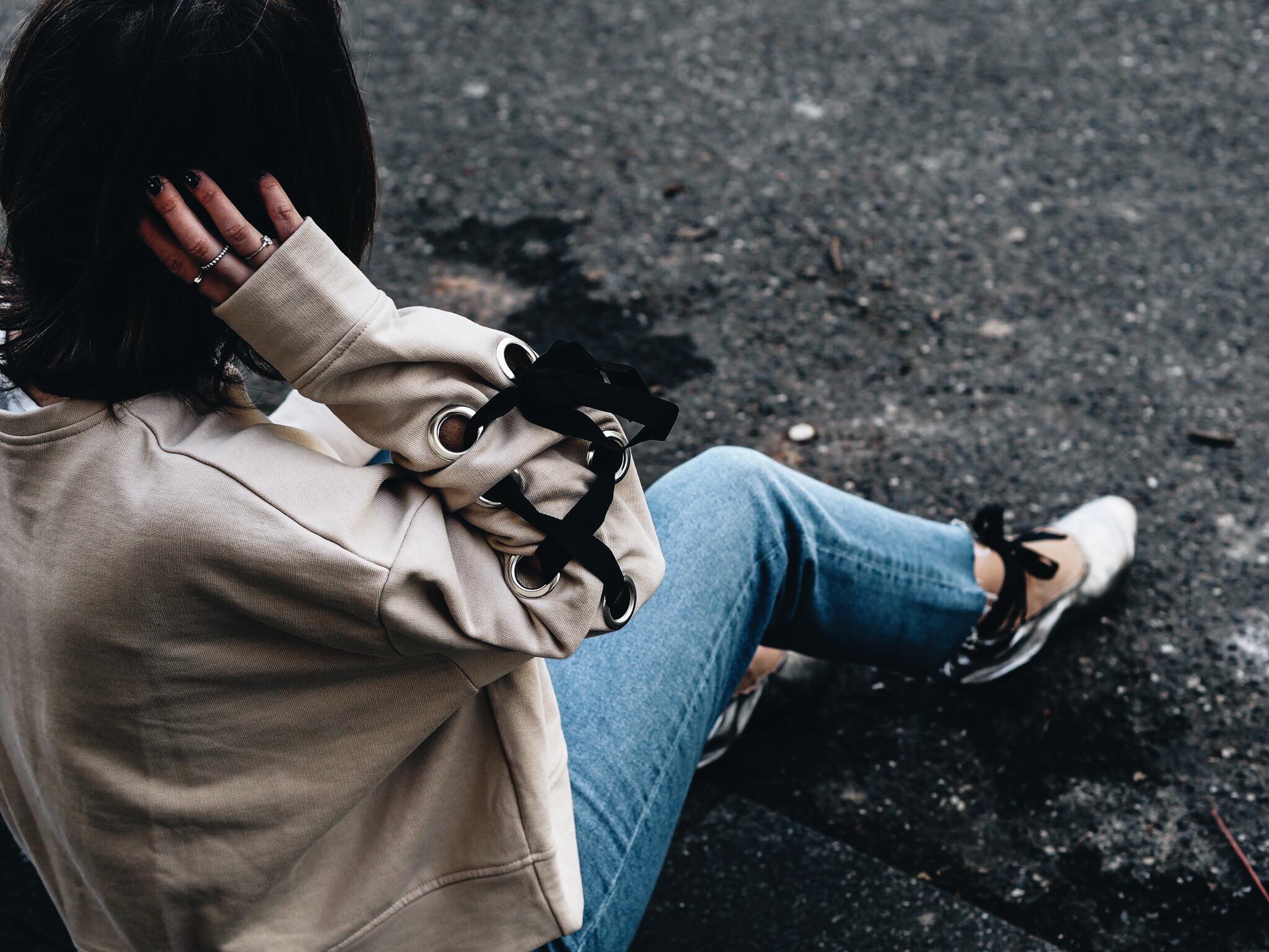 allthatchoices by laura fashionblog mainz schnürung Pulli Ösen Lace Up Ballerinas Zara