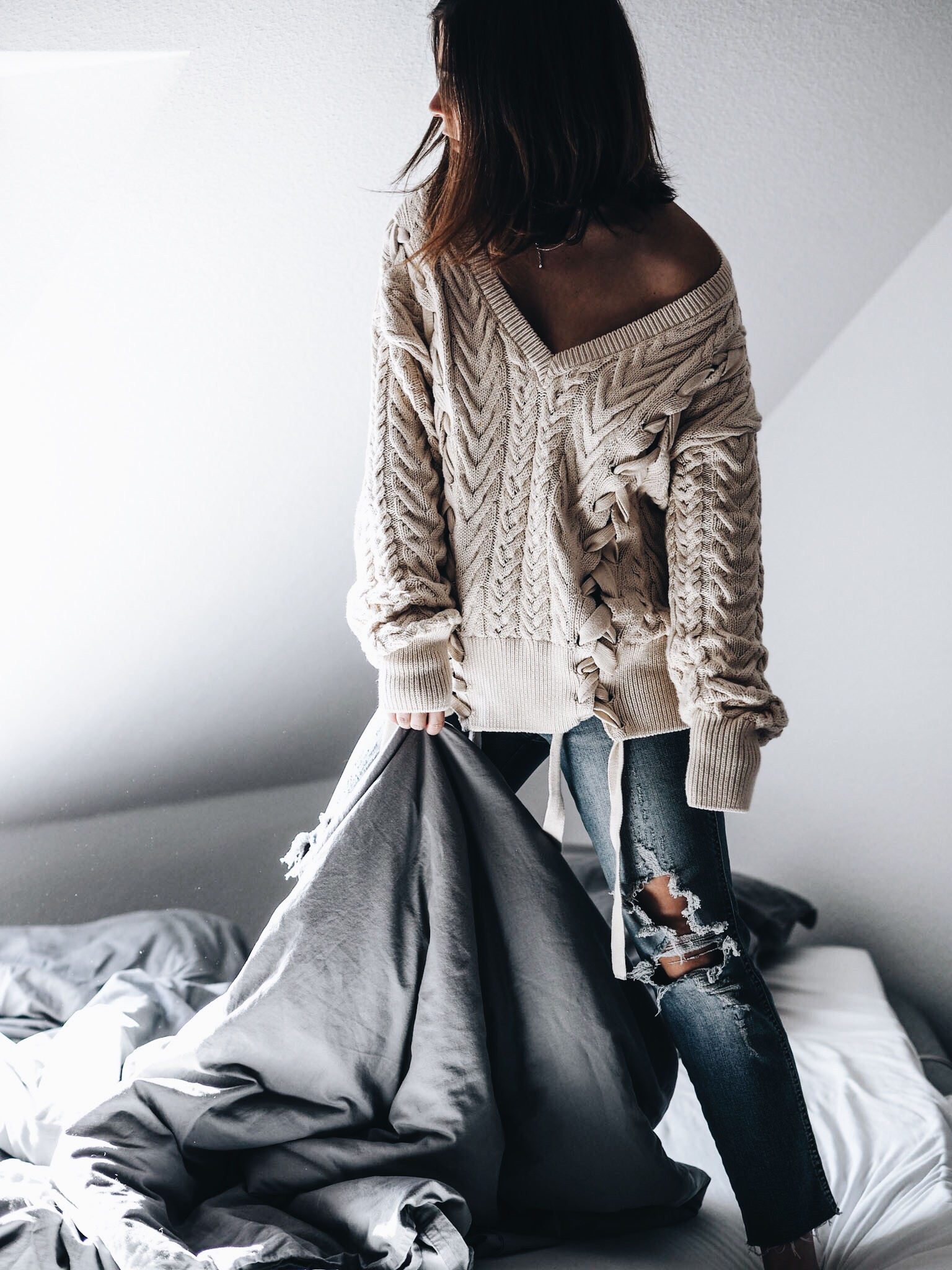 allthatchoices by laura fashionblog mainz blog frankfurt comfy homestory lace up jumper ripped jeans chunky knit