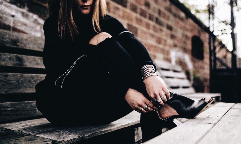 #allblackeverything – Zipper Details & PoiLei Sandaletten
