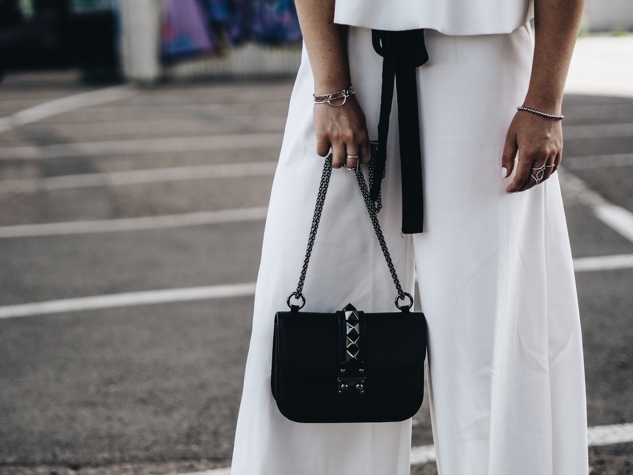 allthatchoices by laura, fashionblog mainz blog frankfurt zweiteiler twinset black and white monochrome valentino lock schnürsandalen bob sommerlook culotte zara