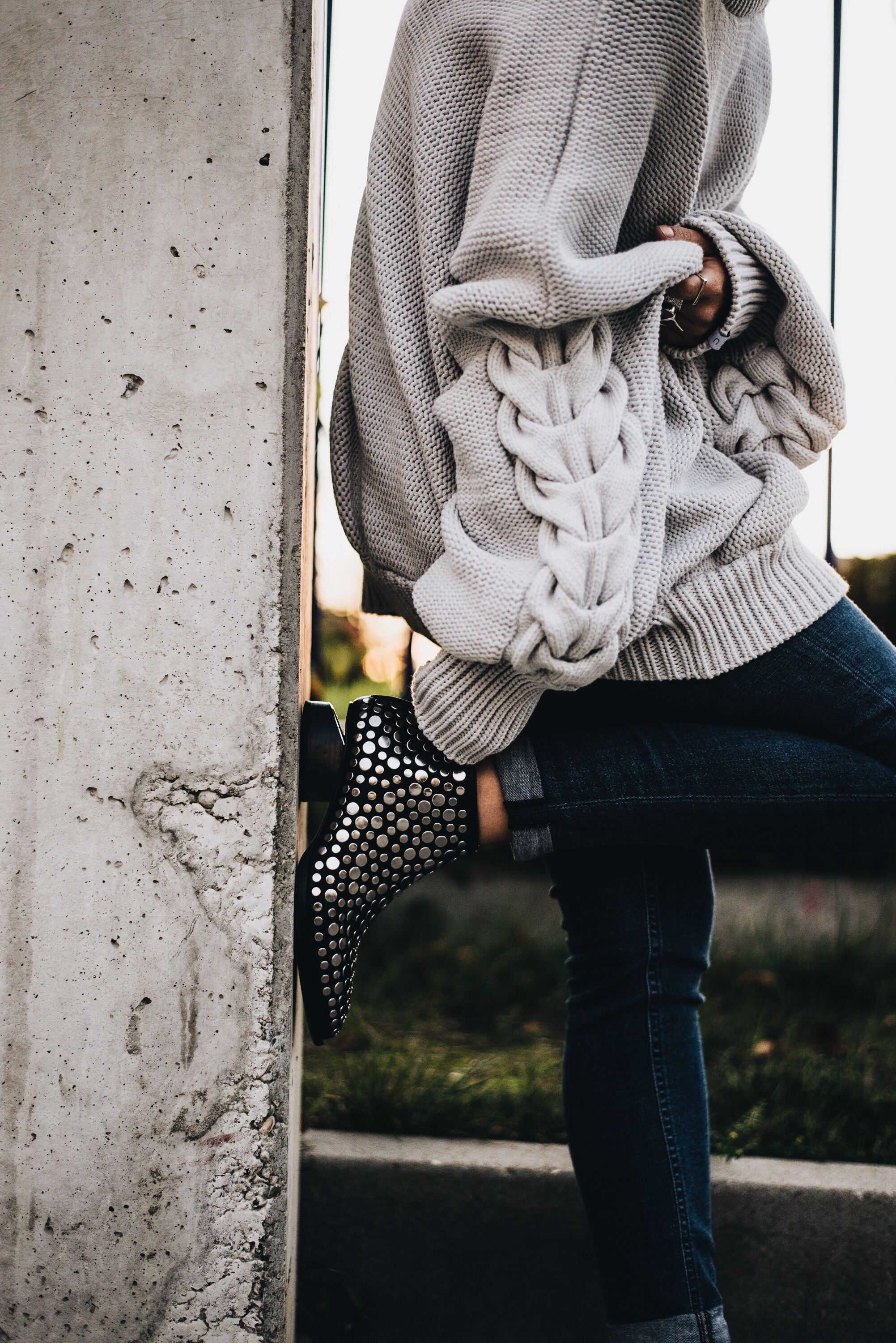 allthatchoices by Laura fashionblog mainz frankfurt lifestyle oversize knit strick alexander wang studded boots nieten acne jeans atene atuko
