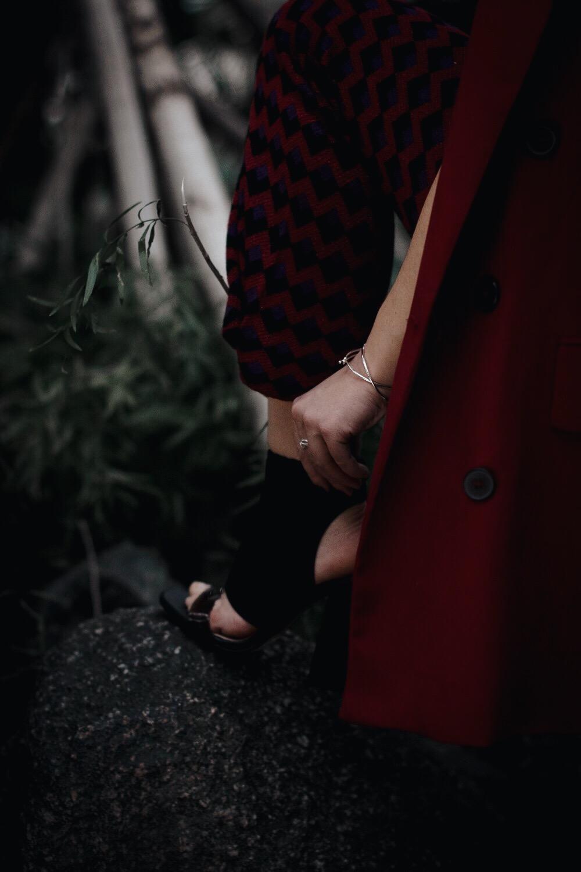 allthatchoices by laura fashionblog fashionblogger mainz frankfurt rot stehkragen blazer sockshoes strick flare